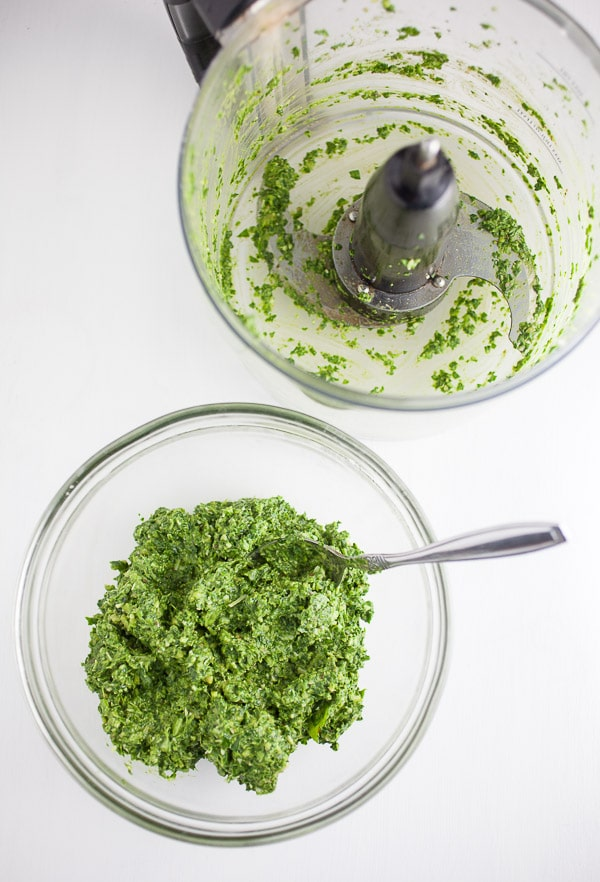 Spinach and Walnut Pesto made in food processor